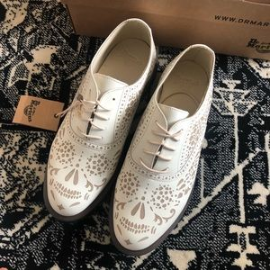 Dr. Martens Aila Skull Etched 5eye Oxford Shoes